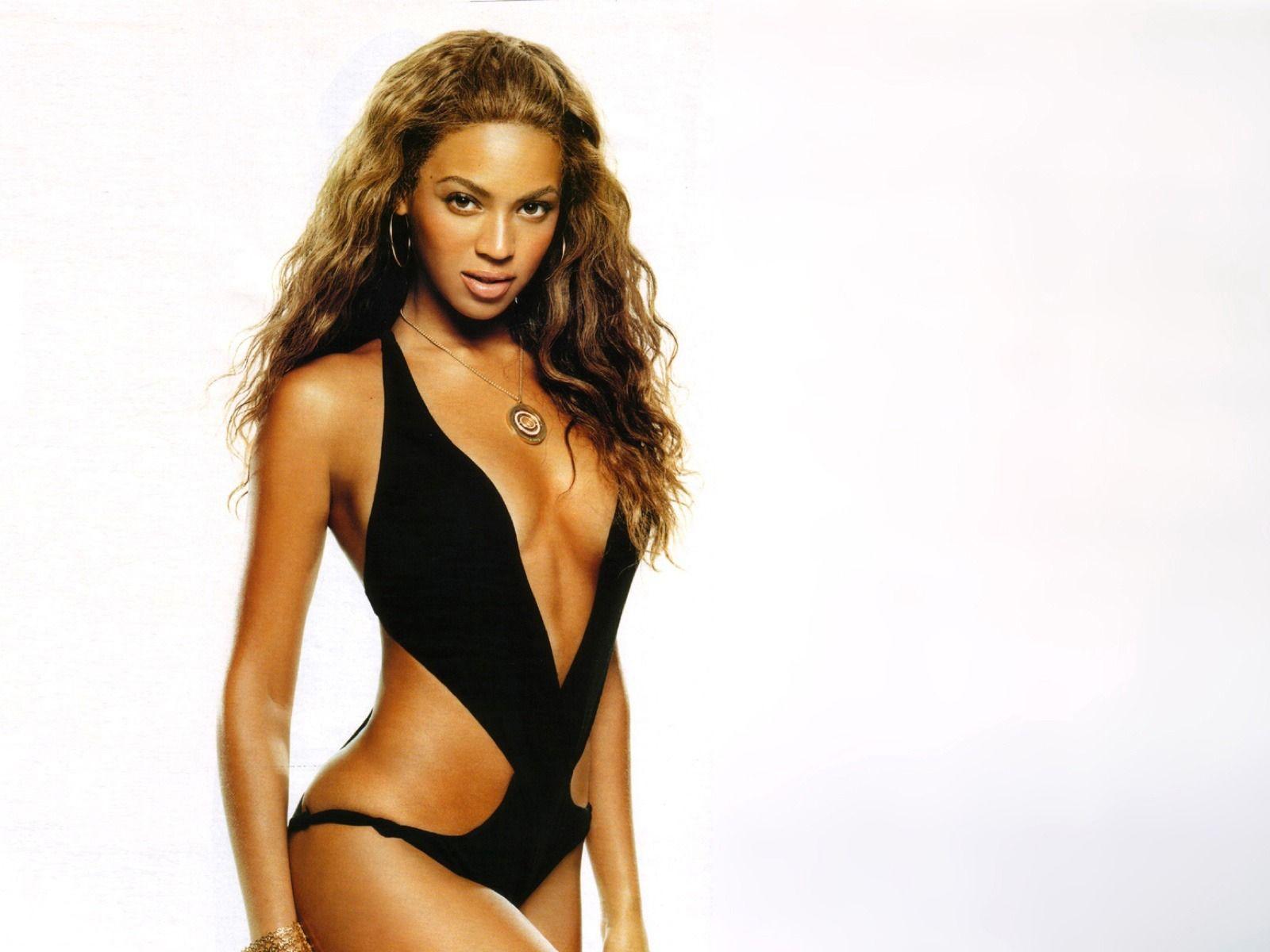 Su Mostrando Traje CuerpoIngrid Baño Beyonce Escultural En De FcK31JTl