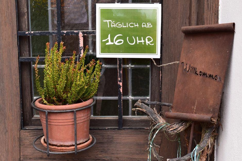 Heuriger oder Buschenschank - was ist was?   ... #heuriger #buschenschank #restaurant