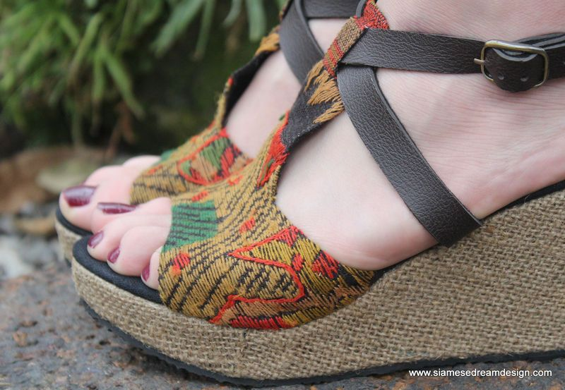 42082d654226e Leighanna Womens Ethnic Wedge Heel Sandals Earthy Laos Embroidery ...