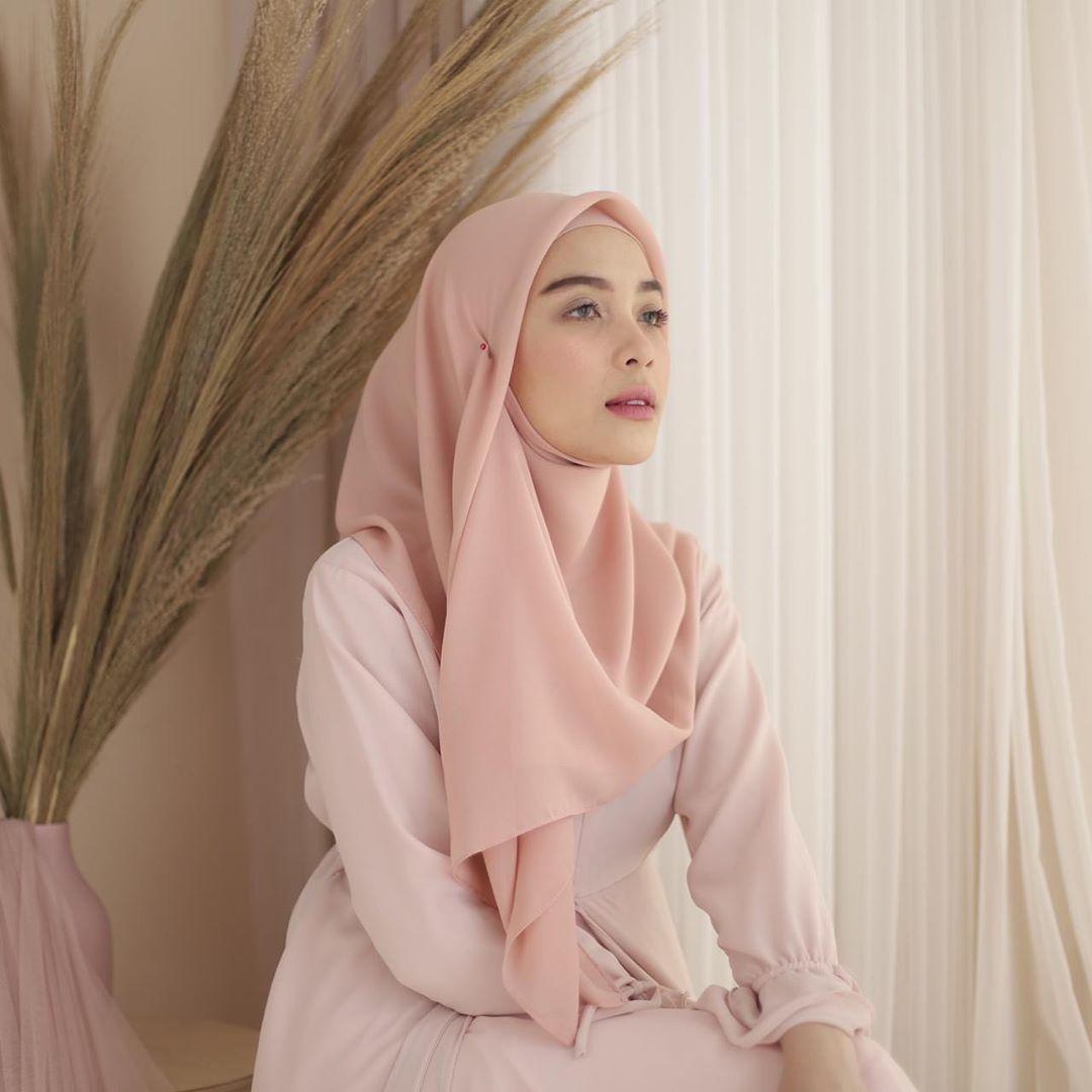 Baju Warna Coral Cocok Dengan Jilbab Apa