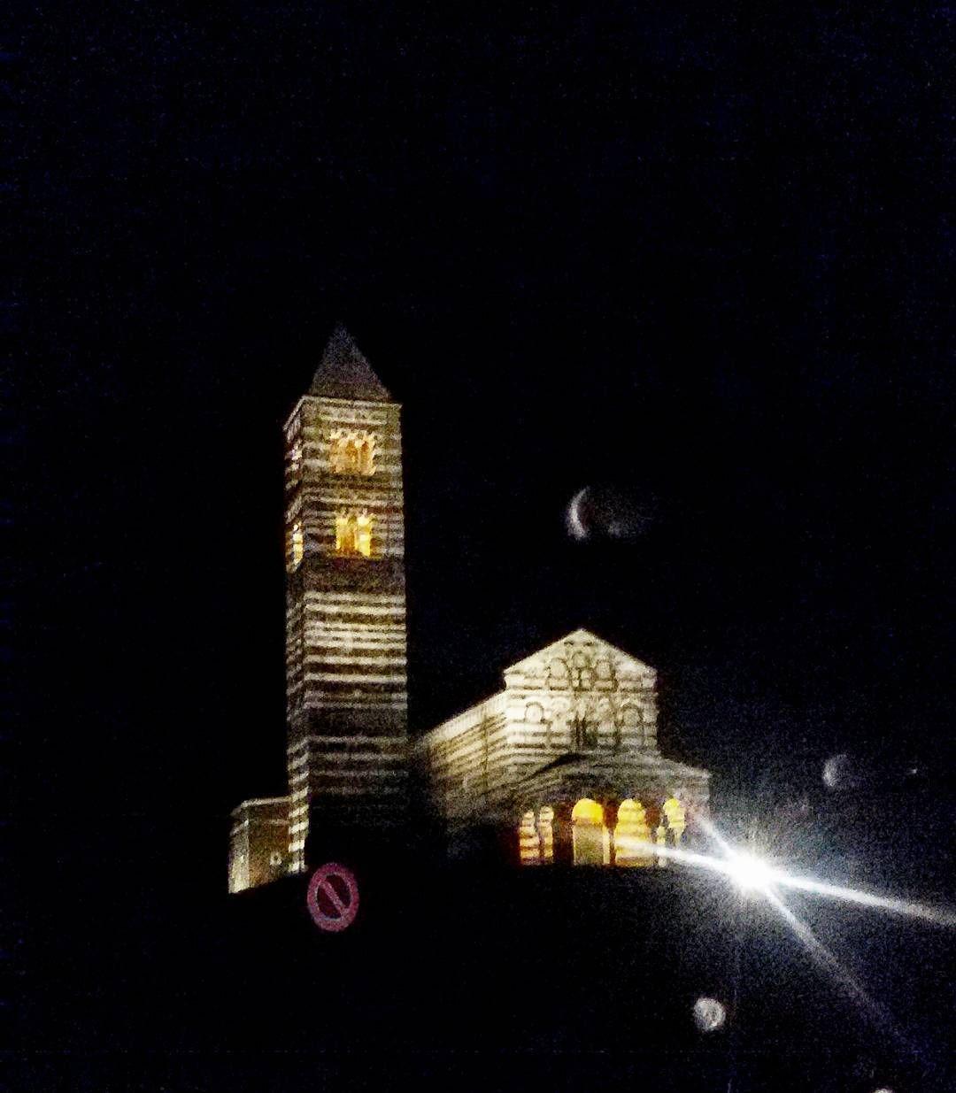 Foto in Sardegna: #saccargia #onnight #church #sardinia #sardiniaexperience - via http://ift.tt/1zN1qff e #traveloffers #holiday | offerte di turismo in Sardegna: http://ift.tt/23nmf3B -