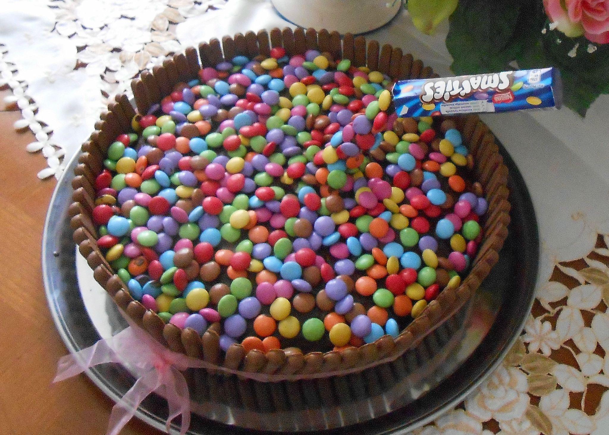 Cake Gravity Gateau Suspendu Avec Smarties Et Fingers La