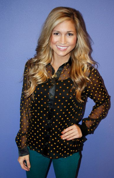 Love her highlights and hair style