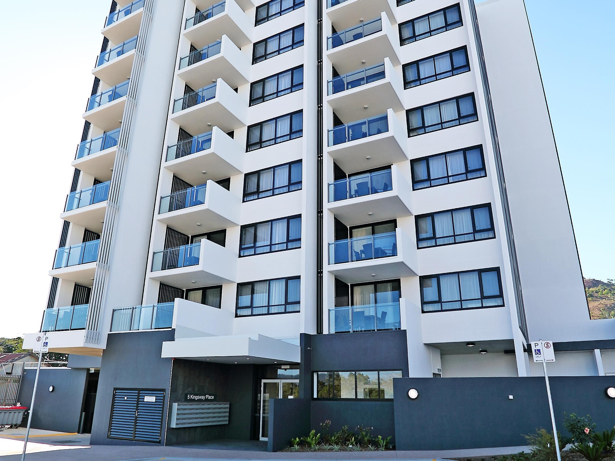 Townsville Q Resorts Paddington Australia, Pacific Ocean and Australia Q Resorts Paddington is conveniently located in the popular Townsville City Center area. The hotel offers guests a range of services and amenities designed to provide comfort and convenience. Free Wi-Fi in all rooms, private check in/check out, daily housekeeping, 24-hour security, 24-hour front desk are just some of the facilities on offer. Each guestroom is elegantly furnished and equipped with handy amen...