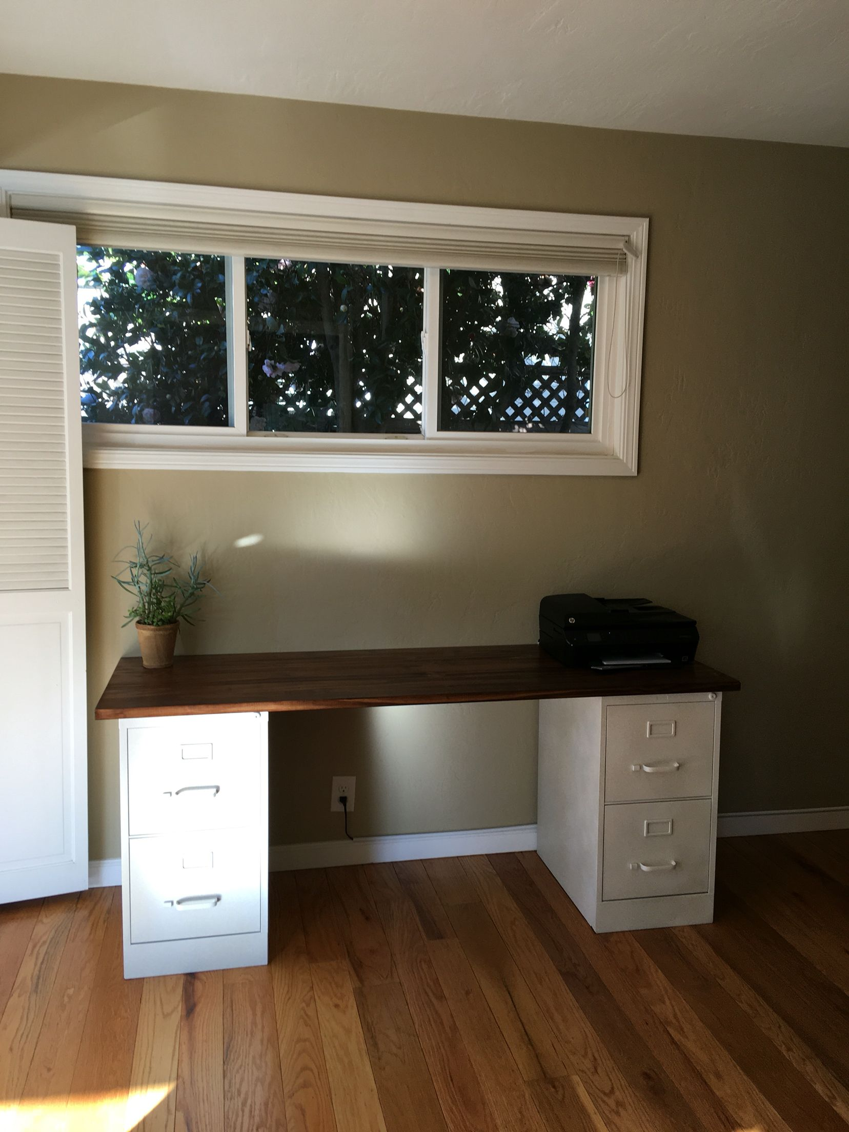 Diy Desk Made From Spray Painted Filing Cabinets With A Stained Wood Top File Cabinet Desk Cheap Office Furniture Guest Room Office
