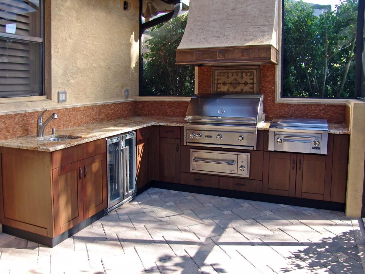 Small Outdoor Kitchen Ideas Pictures Tips Expert Advice Modular Outdoor Kitchens Outdoor Kitchen Cabinets Outdoor Kitchen Countertops