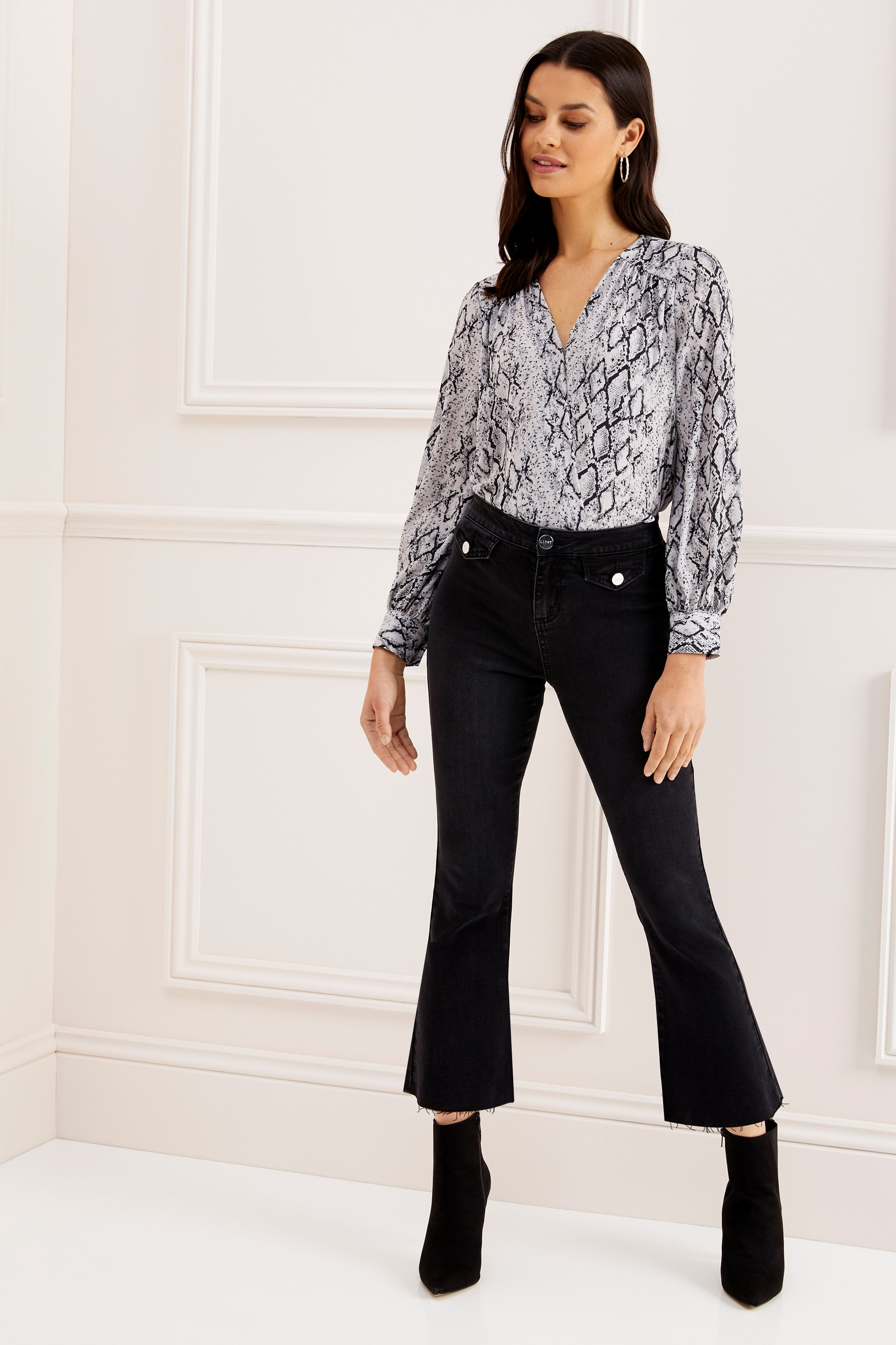 0b35554eda1f Womens Lipsy Demi High Rise Crop Kick Flare Regular Length Jeans - Black