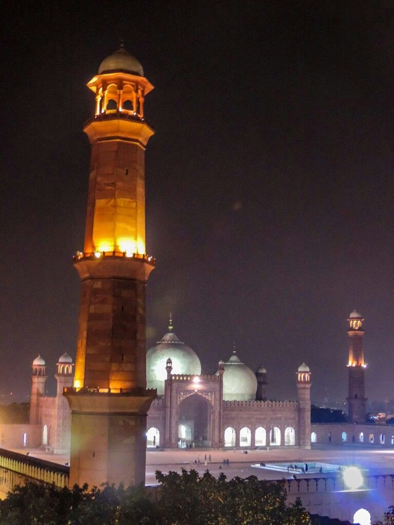 Badshahi mosque night view | Perjalanan