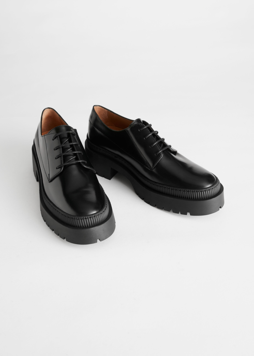 Top 18 90s Fashion Trends For Men: Chunky Heeled Leather Oxfords In 2020