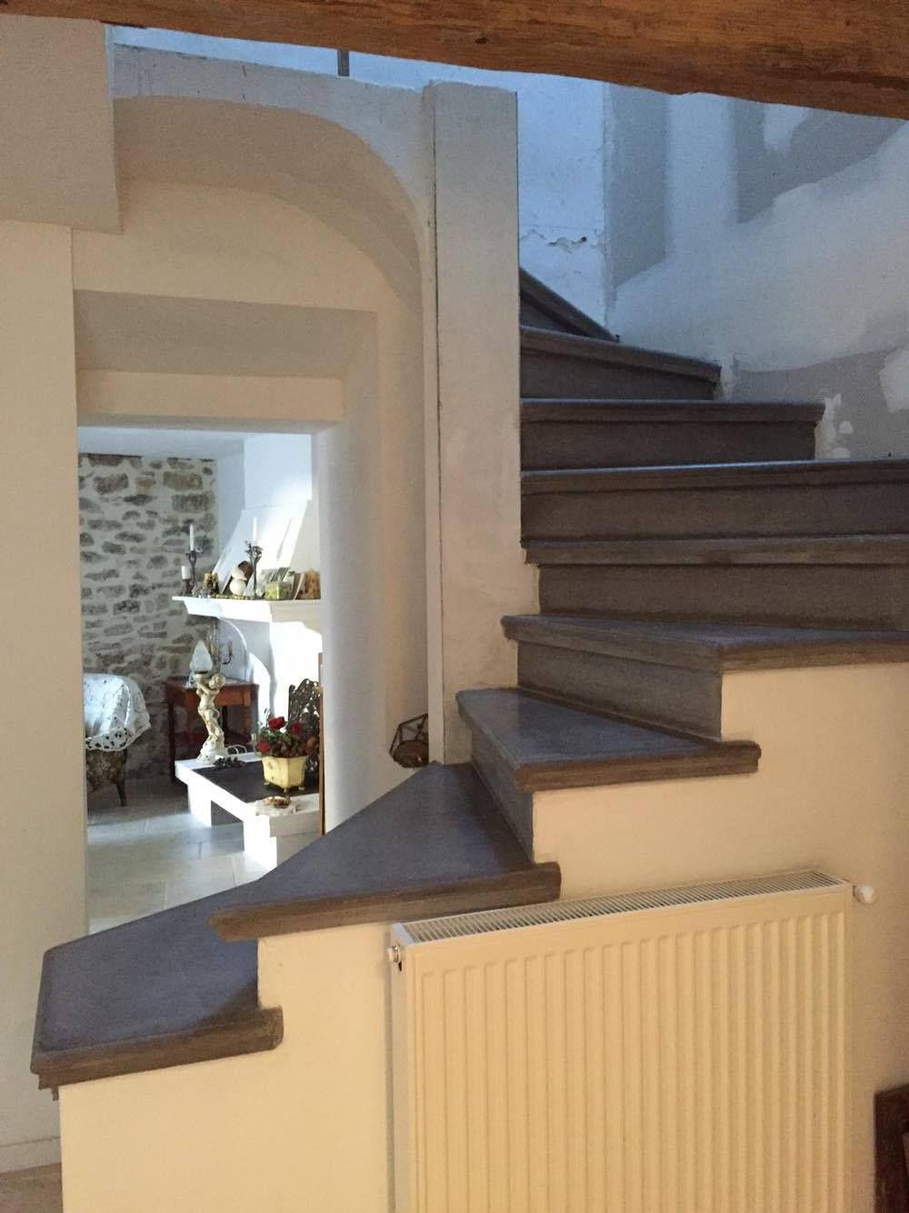 Escalier Beton Gris Anthracite Nez De Marche Arrondi Limon Platree Escalier Beton Beton Teinte Et Nez De Marche