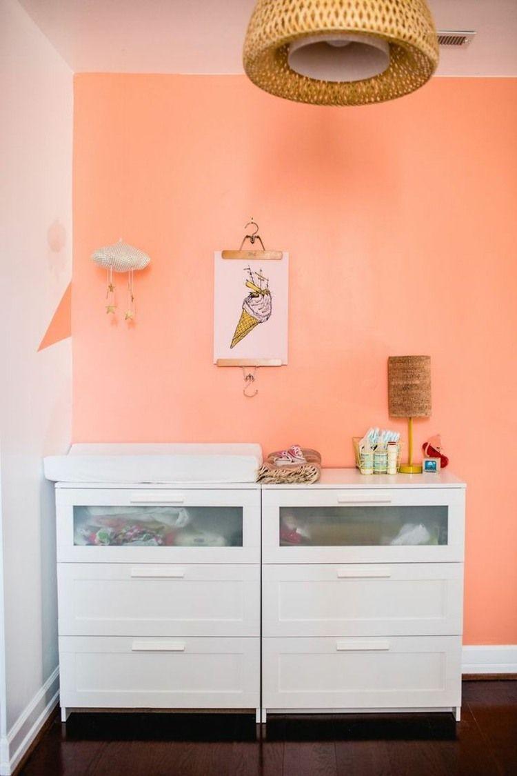 Orange Pastel, Meuble Blanc Et Plancher En Bois Marron Foncé