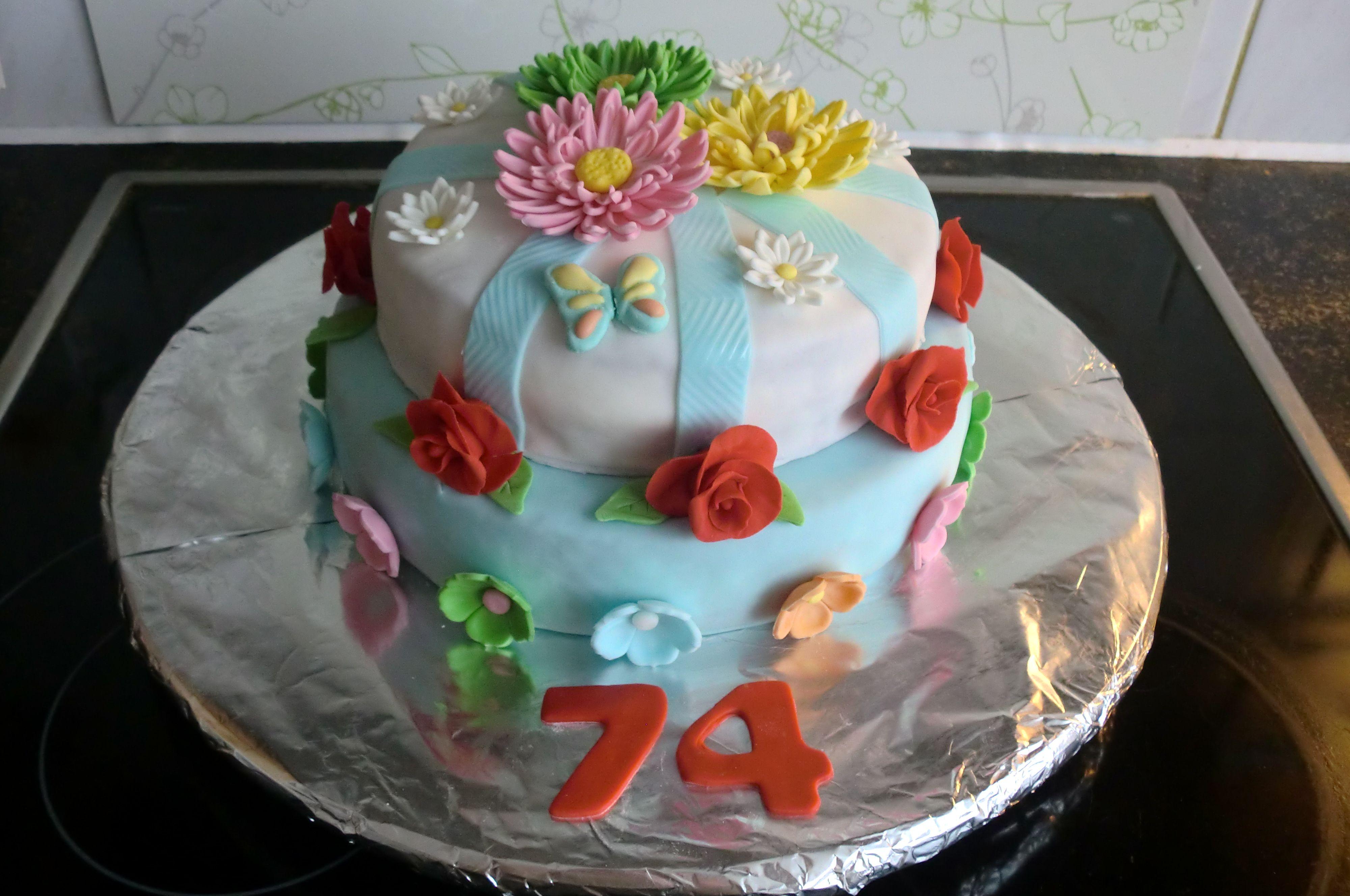 Bloemen taart   Cupcake cake, Taart ideeën, Taart