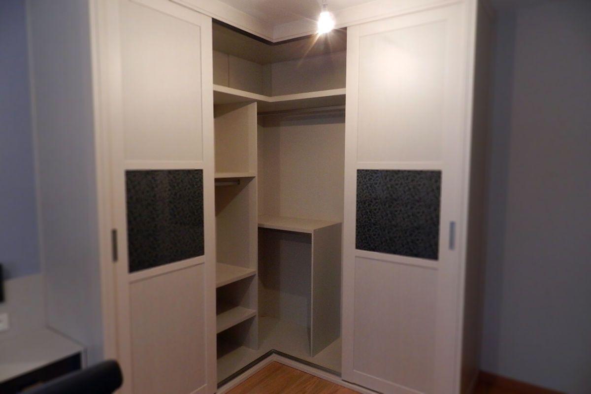 86bb7031b9a Existen soluciones para aprovechar los rincones y todo el espacio  disponible. Observa las esquinas de tu dormitorio y piensa en todo lo que  cabe en ellas.