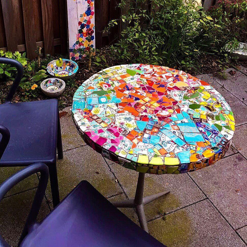 Baba Roga On Instagram Handgefertigte Tischplatte Mosaik Aus Geschirr Und Fliesen Made By Baba Roga Cologne Mosaic Tab Mosaik Steine Mosaik Mosaiktisch