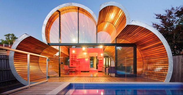 Más de 300 proyectos fueron seleccionados en 33 categorías de los premios delFestival Internacional de Arquitectura. Los ganadores de cada categoría compiten, además, por el premio al Edificio del Año. Entre los seleccionados está el proyectoReflejos en la Bahía Keppel, un complejo de rascacielos de dos millones de metros cuadrados en Singapur. Otro de los…