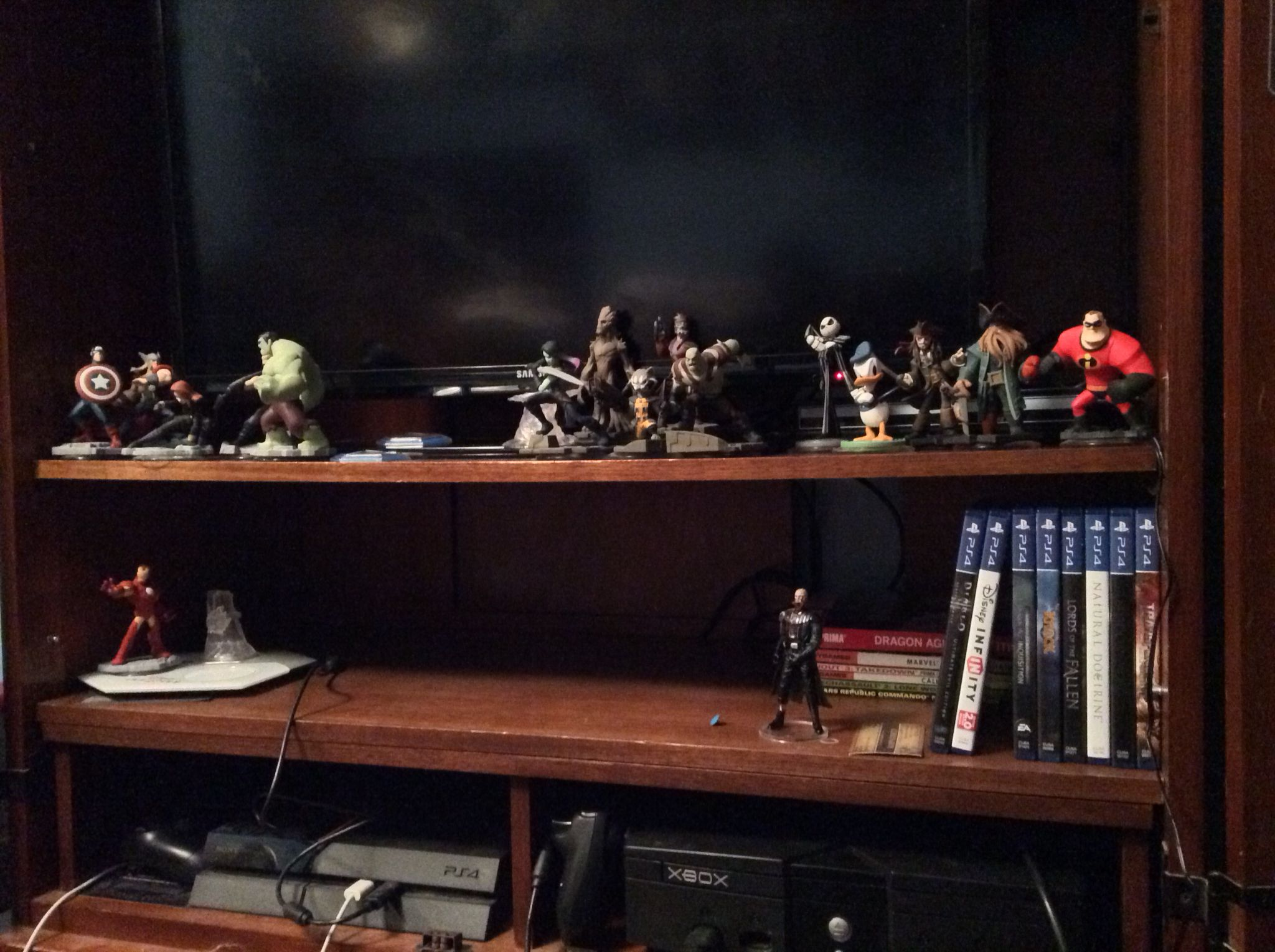Intermediate gaming setup with Disney Infinity 2 0 figures