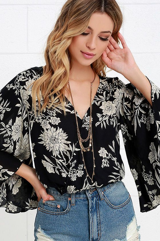 a7acb5ccf44 Amuse Society Pipa Beige and Black Floral Print Crop Top at Lulus.com!