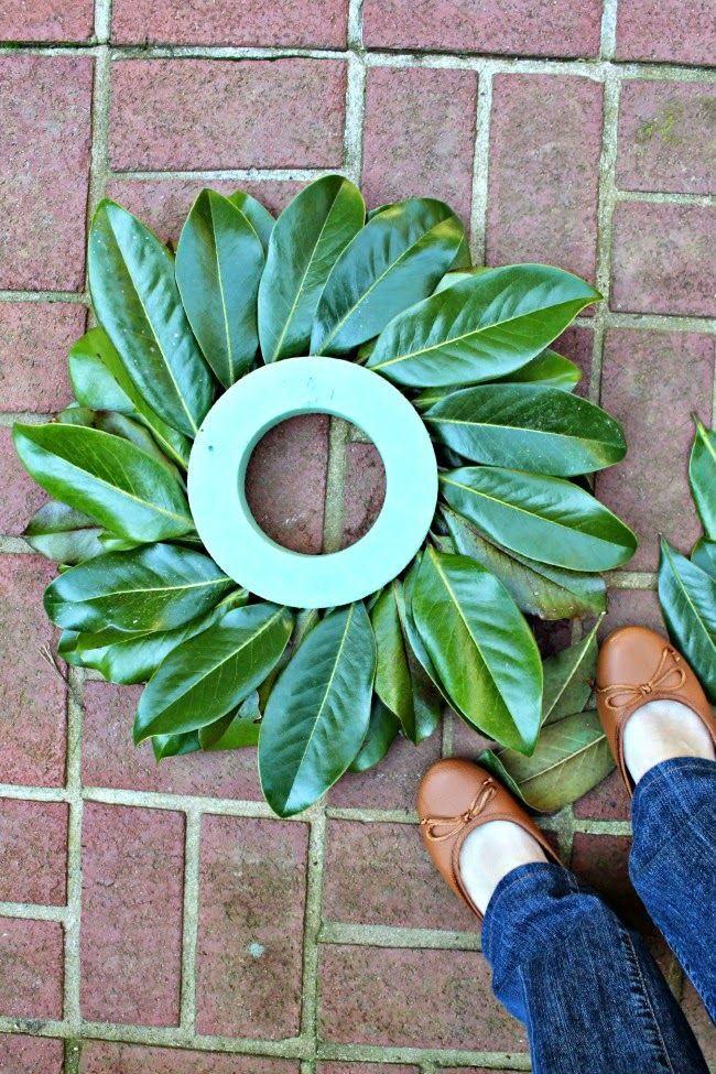 Photo of {15-minute} Tutorial on the Magnolia Leaf Wreath – Heather's Southern State of Mind Blog