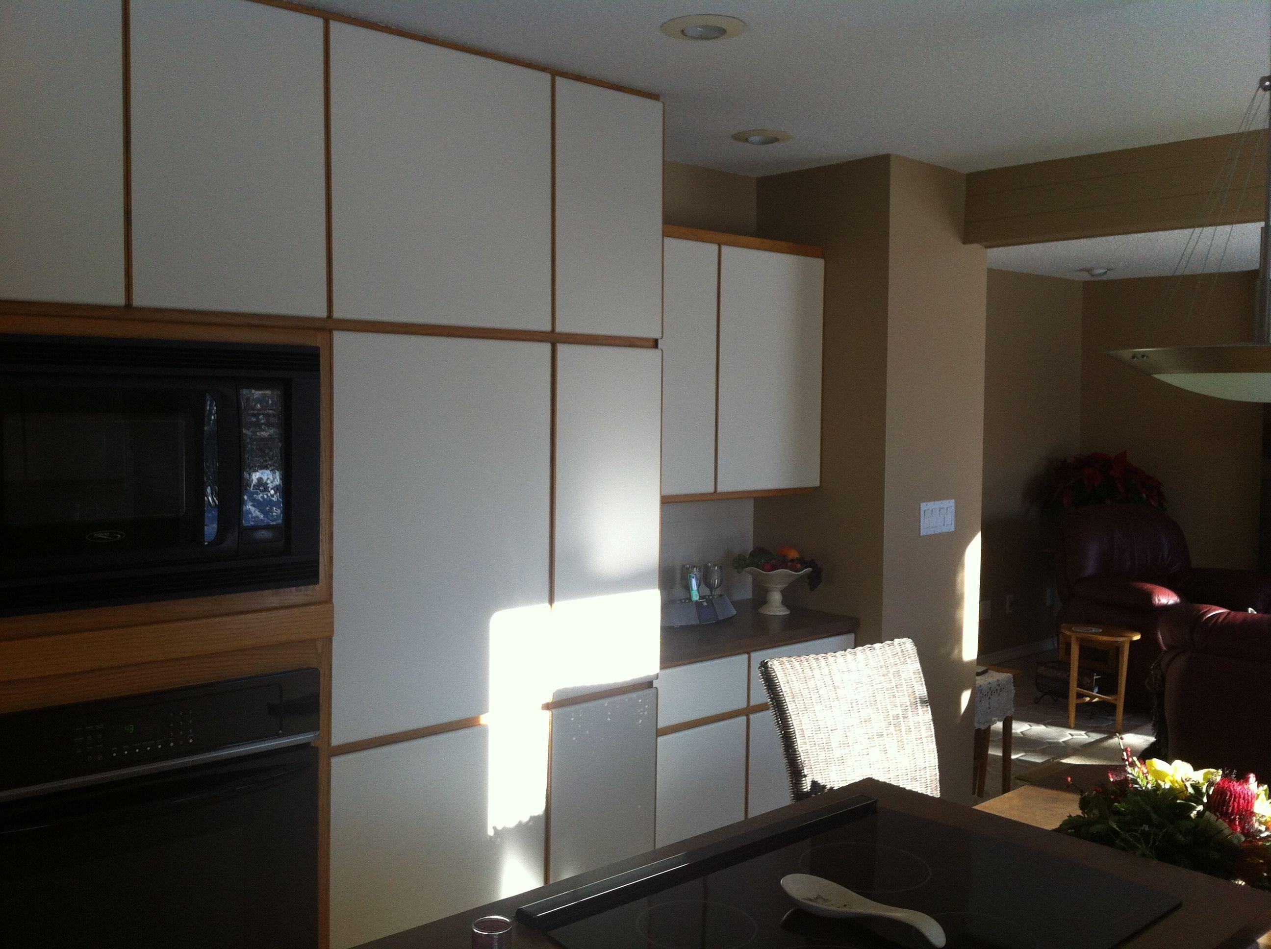 Before Melamine Cabinets And Oak Trim Melamine Cabinets Laminate Cabinet Makeover Painting Melamine