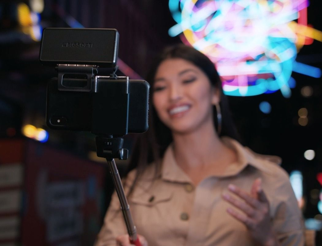 This Mobile Soft-light Gives A Professional Upgrade To