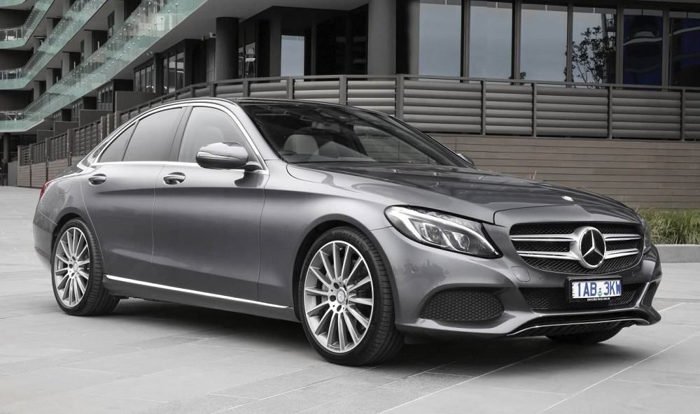 The Green Car Journal has named the Mercedes-Benz C350e as the 2017 ...