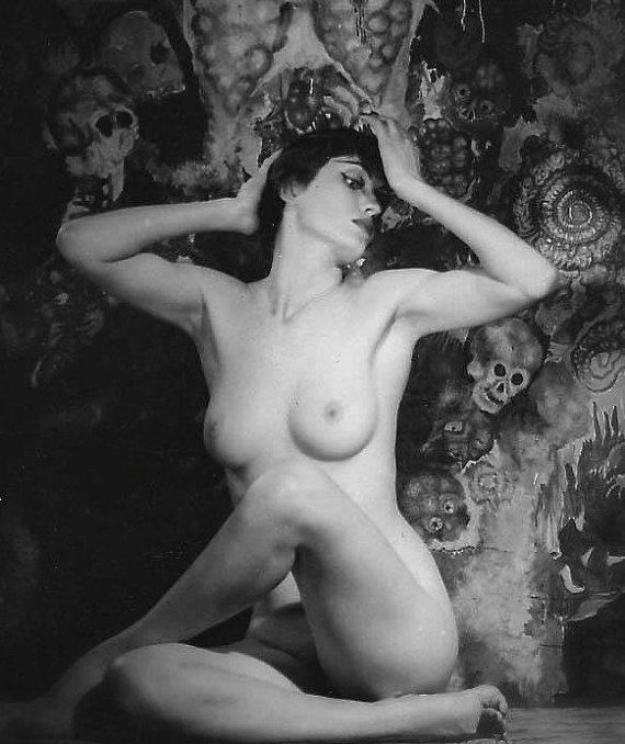 Vintage nude actress