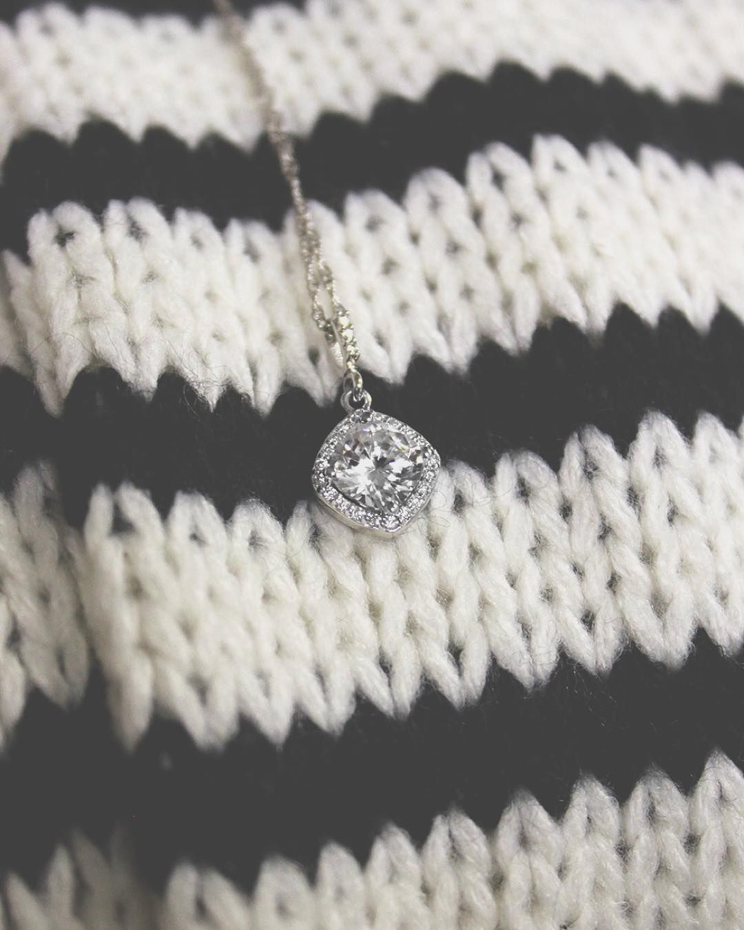 This antique halo pendant is set with a beautiful 1.0ct cushion cut diamond hybrid. Did you know it's also able to be set with our lab-created gemstones!?