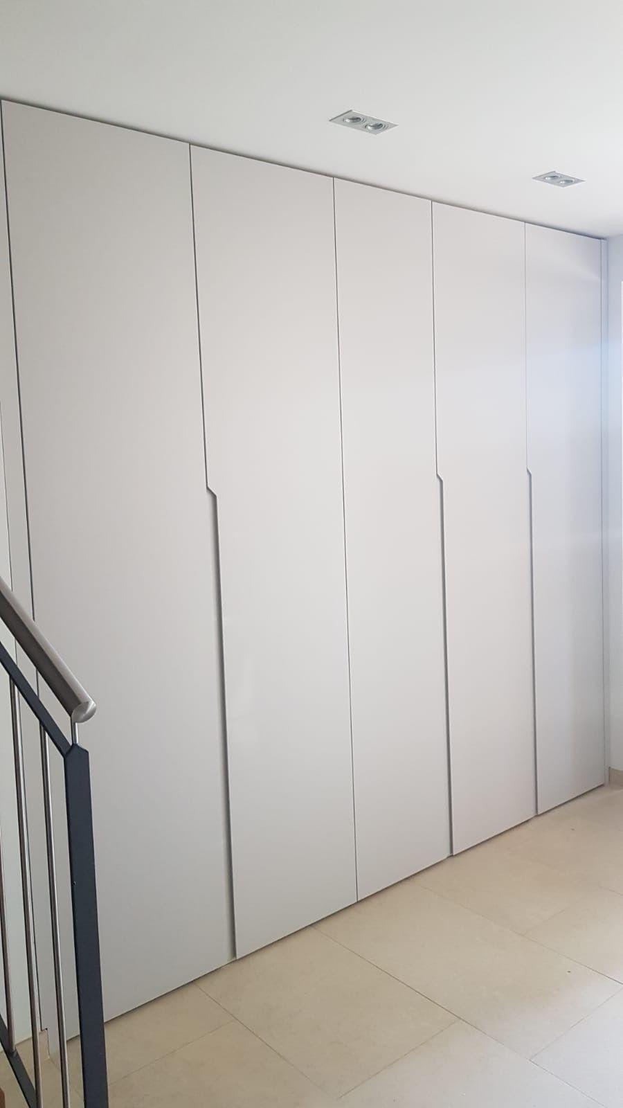 Idaw Schrank Nach Mass Einbauschranke Und Design Kommoden In 2020 Einbauschrank Waschtisch Holz Bad Schrank