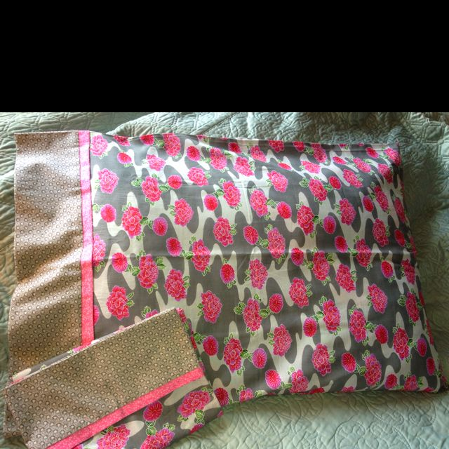 Tube Pillowcase that you can make in minutes! Made this for my mon ... : missouri quilt company pillowcase tutorial - Adamdwight.com
