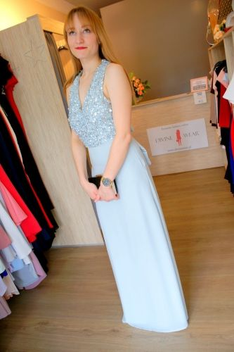 Sukienka maxi długa z cekinami i kokardą błękit Divine