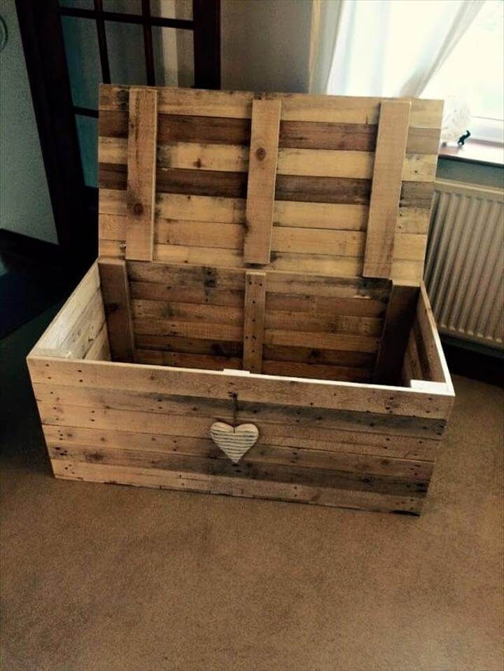 Wooden Pallet Chest - Space-Saving Solutions #woodenpalletfurniture