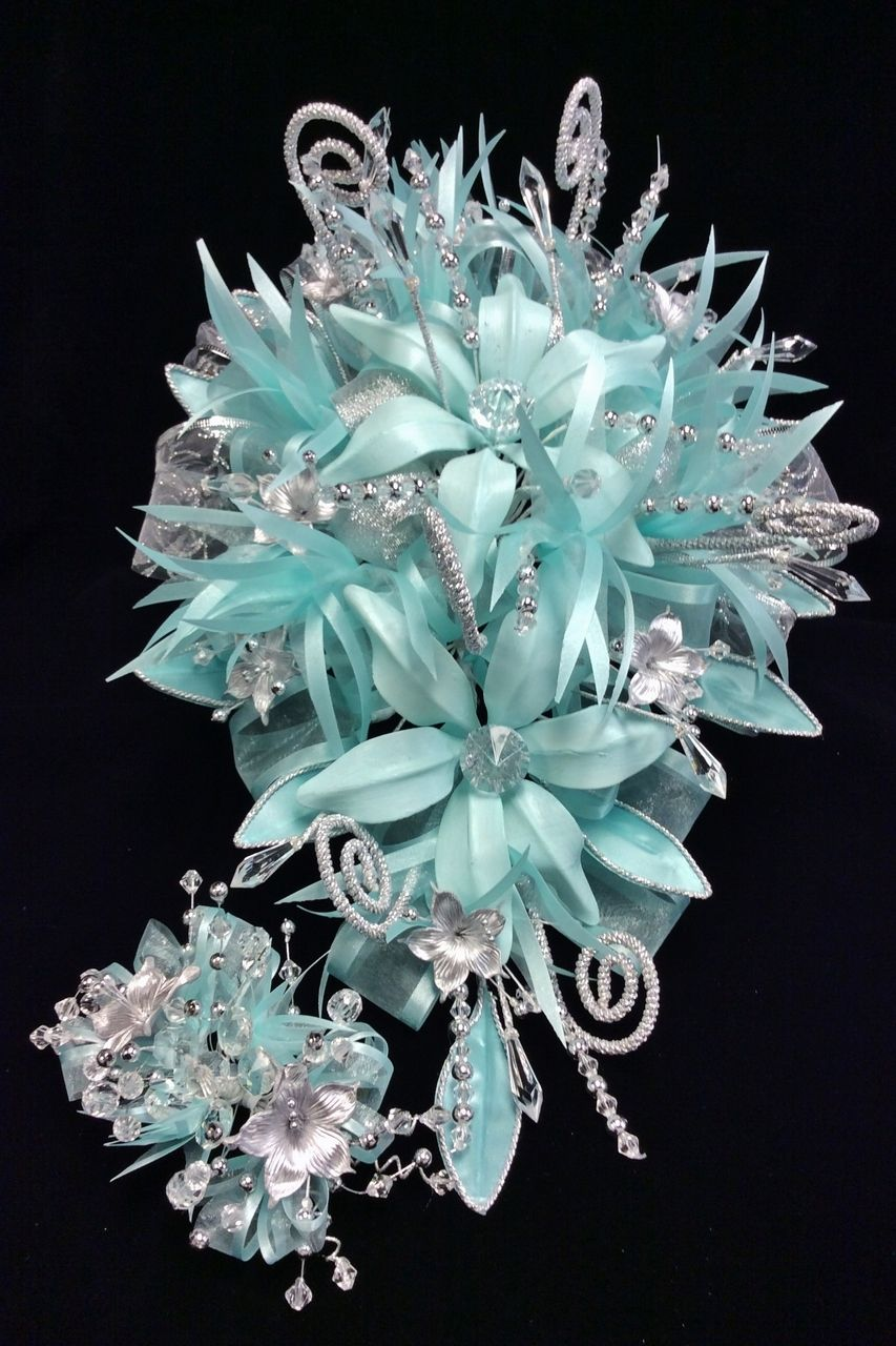 16 long flower bouquet with tocado rac47aq pinterest long quinceanera mall 16 long flower bouquet with tocado izmirmasajfo