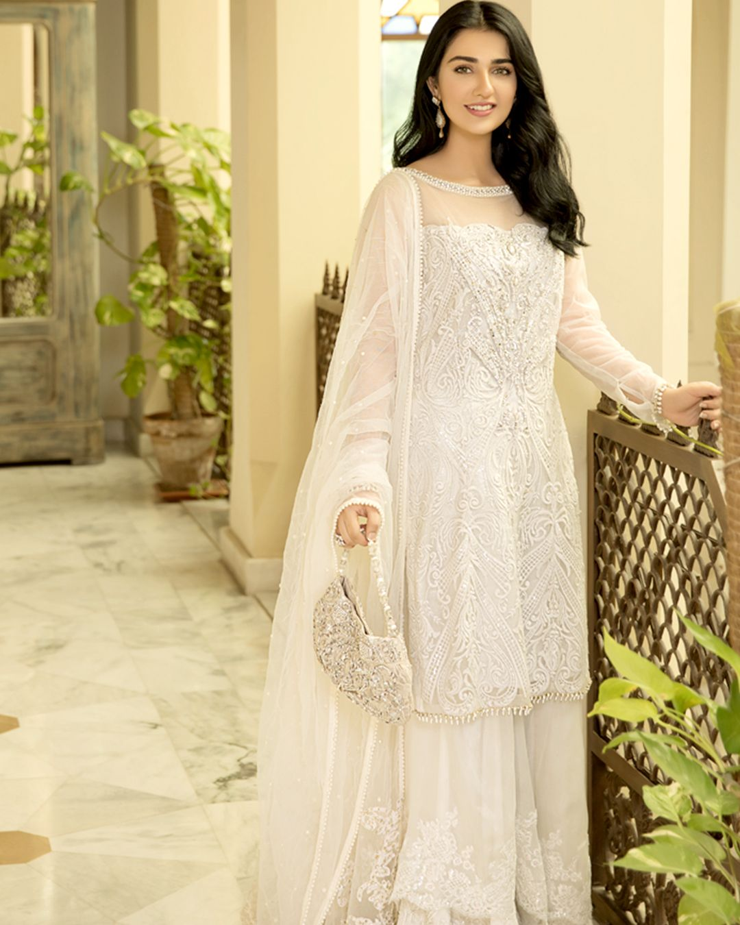 Sarah Khan Looks Gorgeously Elegant In This Beautiful Embellished Pure White Traditional Beautiful White Dresses Indian Wedding Outfits Designer Dresses Indian