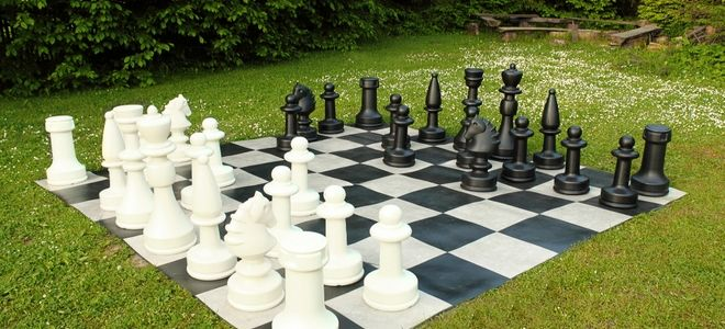 There Are A Couple Ways To Make Your Own Playing Pieces For Checkers You Simply Need 24 Objects 12 Of Each Color Frisb Backyard Diy Backyard Backyard Games