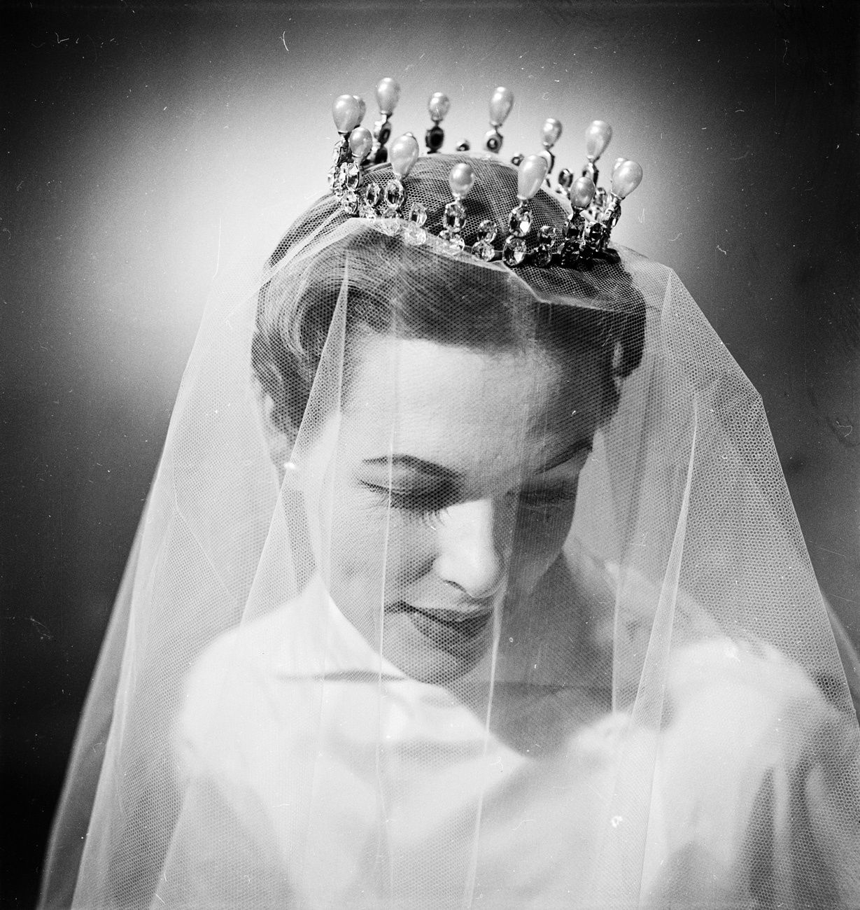 2019 year look- Full Wedding headdress a la vogue queen