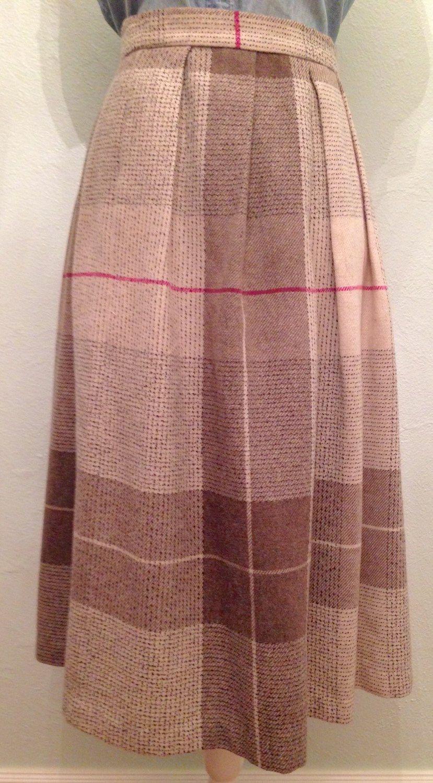 A Diane Von Furstenburg 1980's skirt. Goes with almost everything! #couture #1980sskirt #dianevonfurstenburg