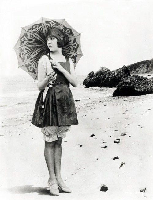 Seriously love this whole image, especially the parasol. (silent film actress Lila Lee c. late 1910's)