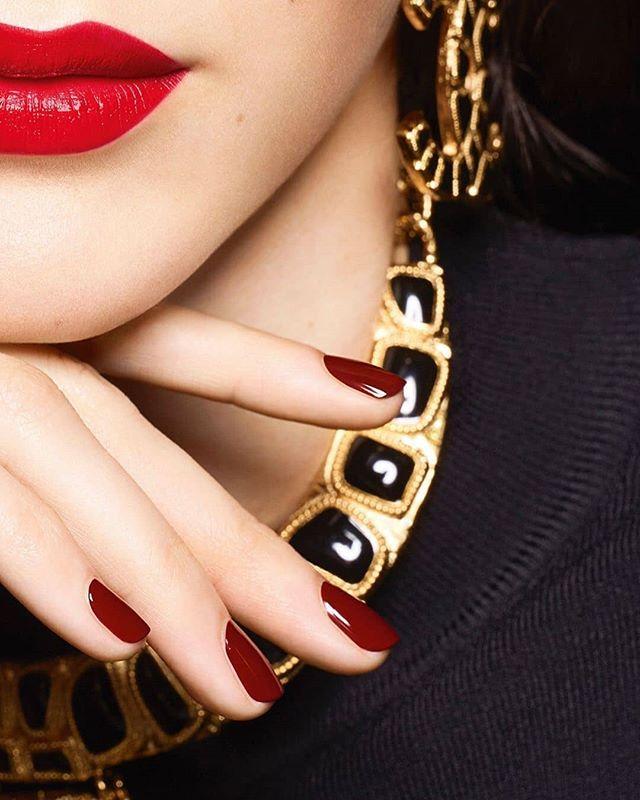 Chanel Gold makeup, Red nails, Nail colors