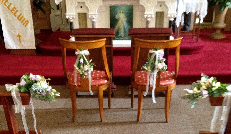 opmaak in de kerk voor de bruiloft