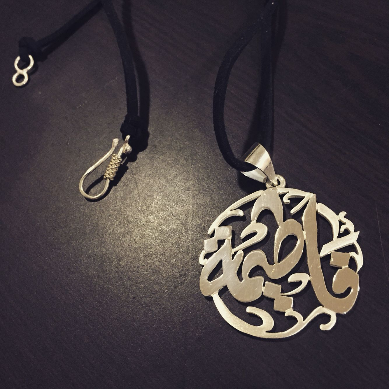 A Personalized Silver Pendant Made By Aya Sugita Jewelry It Has A Name In Arabic Calligraphy Follow Arabic Jewelry Silver Jewelry Design Clean Gold Jewelry