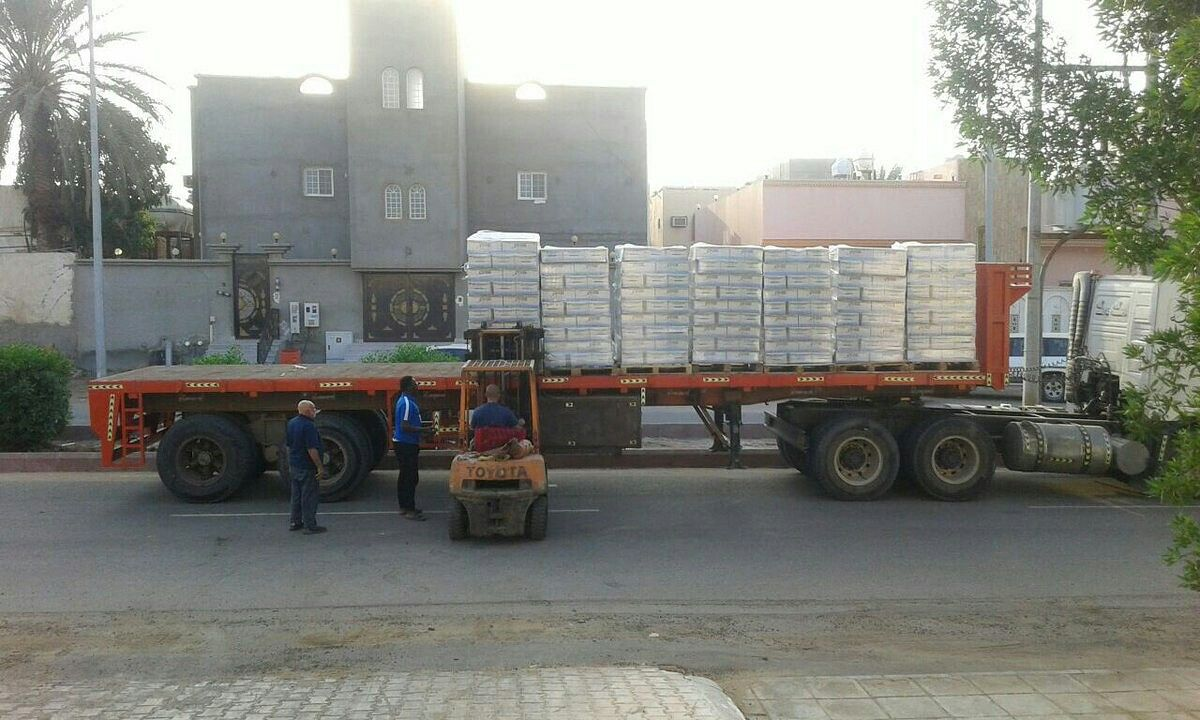 مشروع سقيا الخيري التابع لـ بر خليص يبدأ اجراءات صرف 10 000 كرتون ماء على مساجد ومستشفيات محافظة خليص Trucks Vehicles