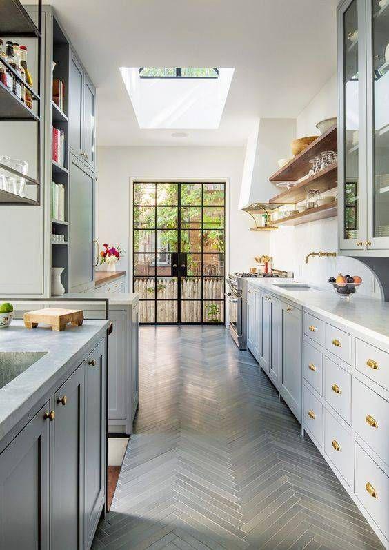 Aménager une cuisine en longueur! 20 exemples pour vous inspirer - Plan Maison En Longueur