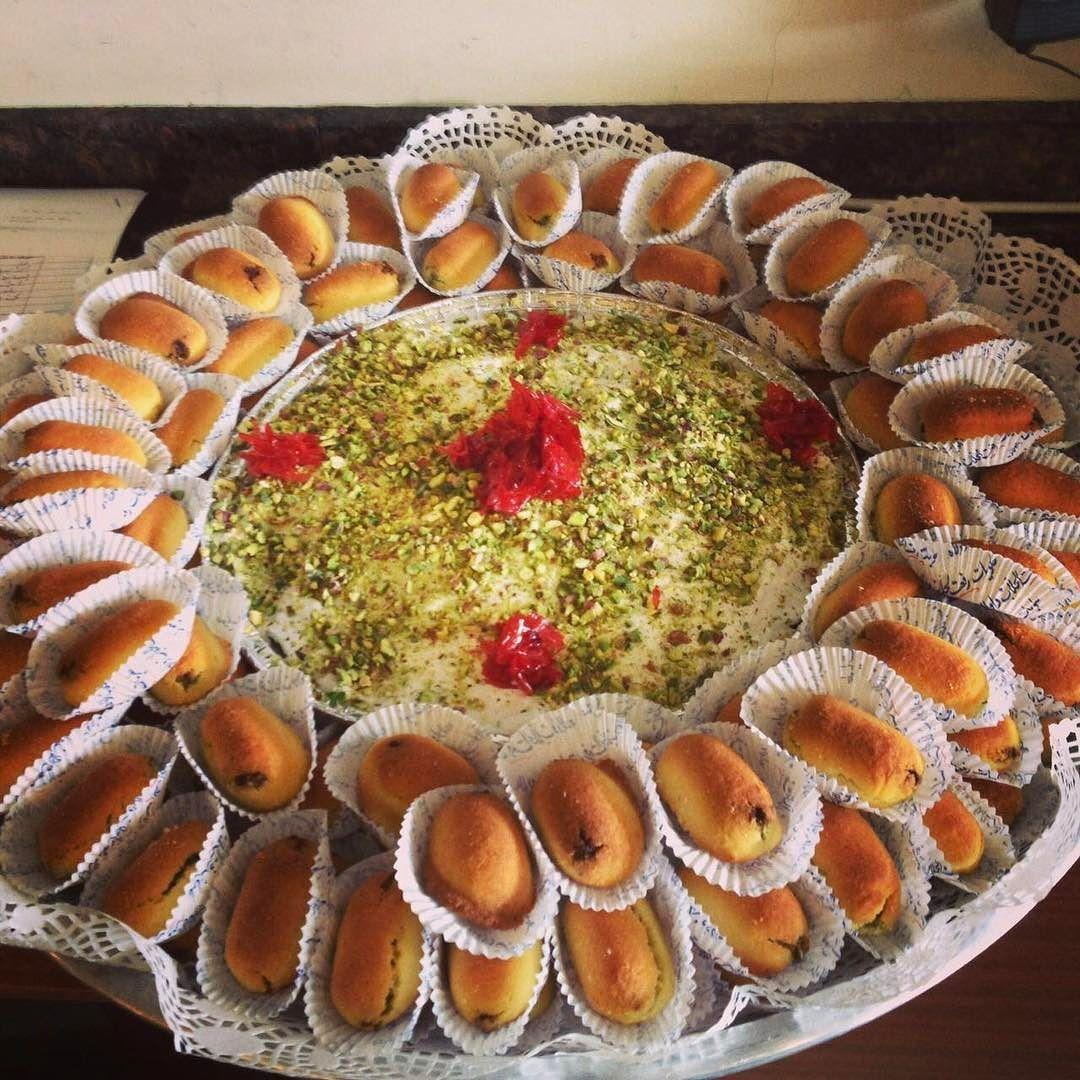 صحن حلويات عربية معروفة باسم الكرابيج تباع في متجر في لبنان حلويات كرابيج لبنان Lebanon Arabic Arabicsweets Sweets Food Desserts Instagram Posts
