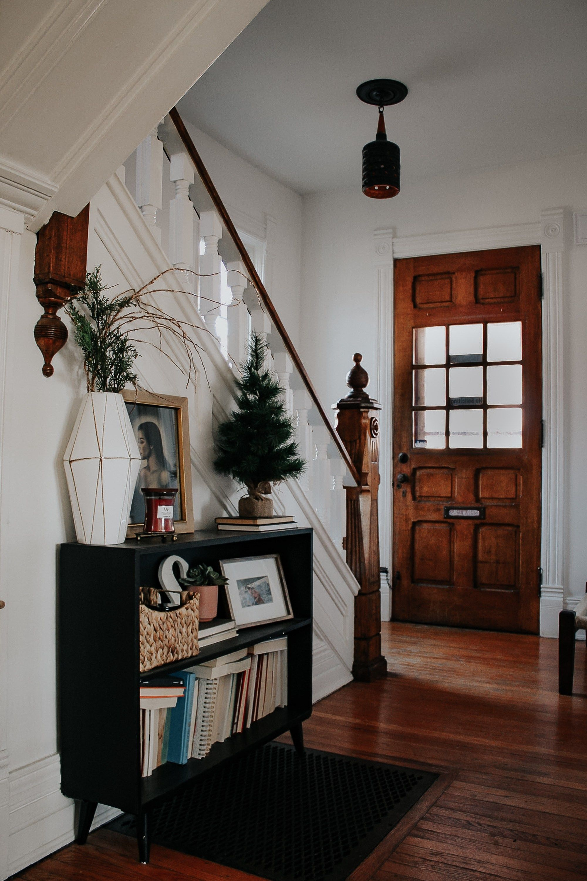 A Modern Moody Victorian Home At Christmas Miranda Schroeder Victorian Homes Modern Victorian Homes Vintage Home Decor