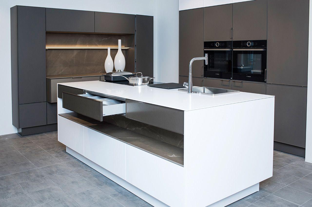 Bildergebnis für verdeckte steckdosen für küche   Küchen ...