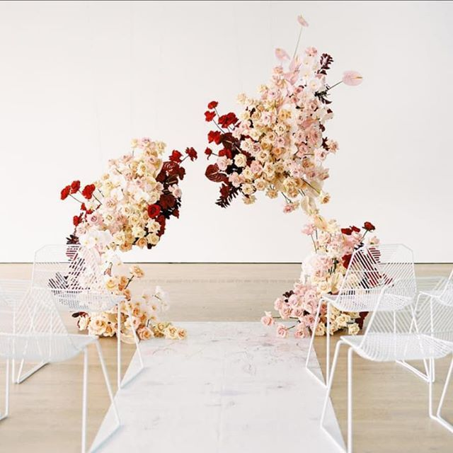 Modern Wedding Backdrop Ideas: Modern Ceremony Backdrop With Reds Pinks We Can't Get Over