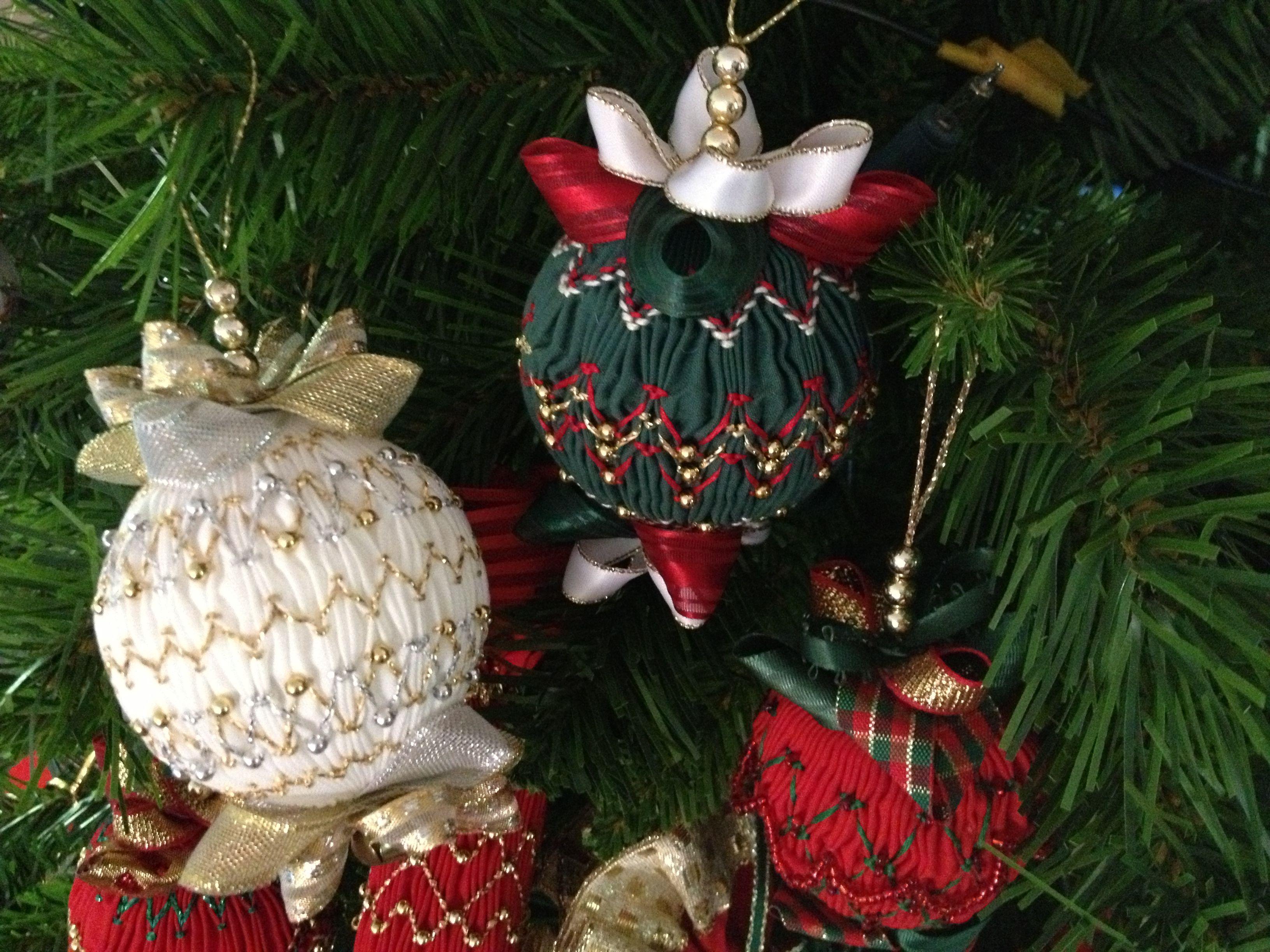 Smocked Christmas balls by Nola Erasmus | smocking | Pinterest ...