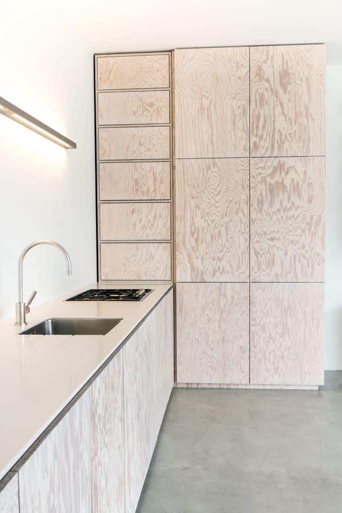 Minimalistische küche in seekiefer moderne küchen von der raum modern | homify #hyggeligwohnen