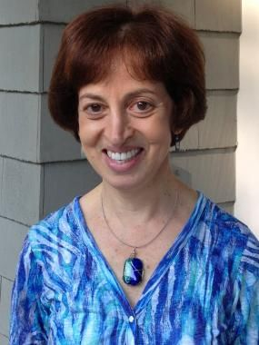 Sylvia Winik is among the writing teachers who also conduct Reading and Math tutorial services. This professional also teach students who have learning disabilities. Check out her service fees today.