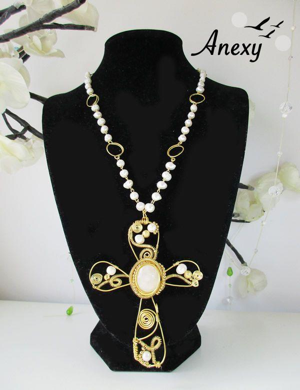 1bb83ae6711f Collar con piedra natural  Onix color blanco y  Perlas de río 100%  artesanal  Dije  cruz  México